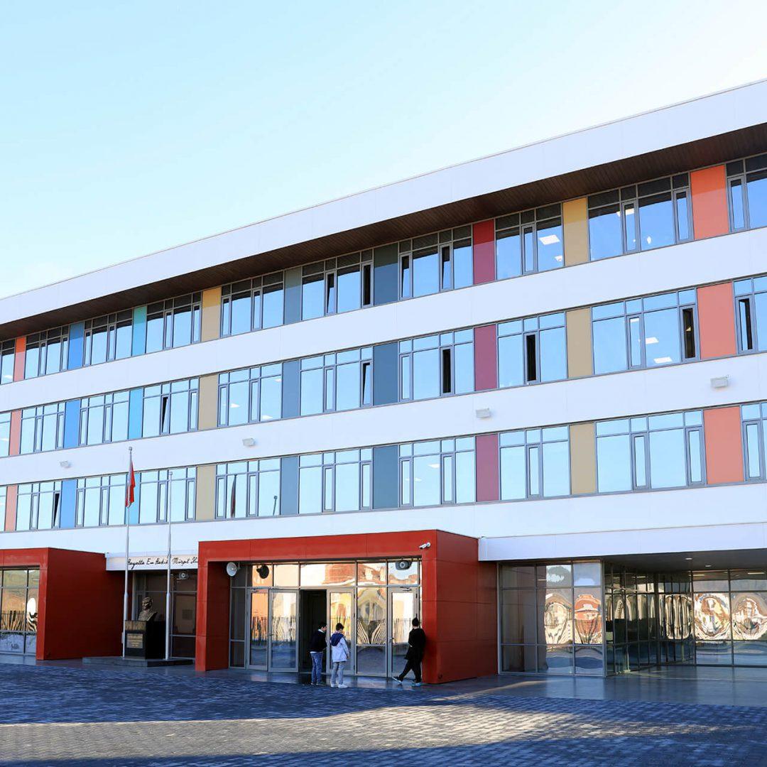 L'école secondaire Ferit Meriçten